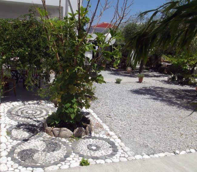 kieselstein mosaik im garten legen f r h bsche wege garten pinterest kieselsteine mosaik. Black Bedroom Furniture Sets. Home Design Ideas