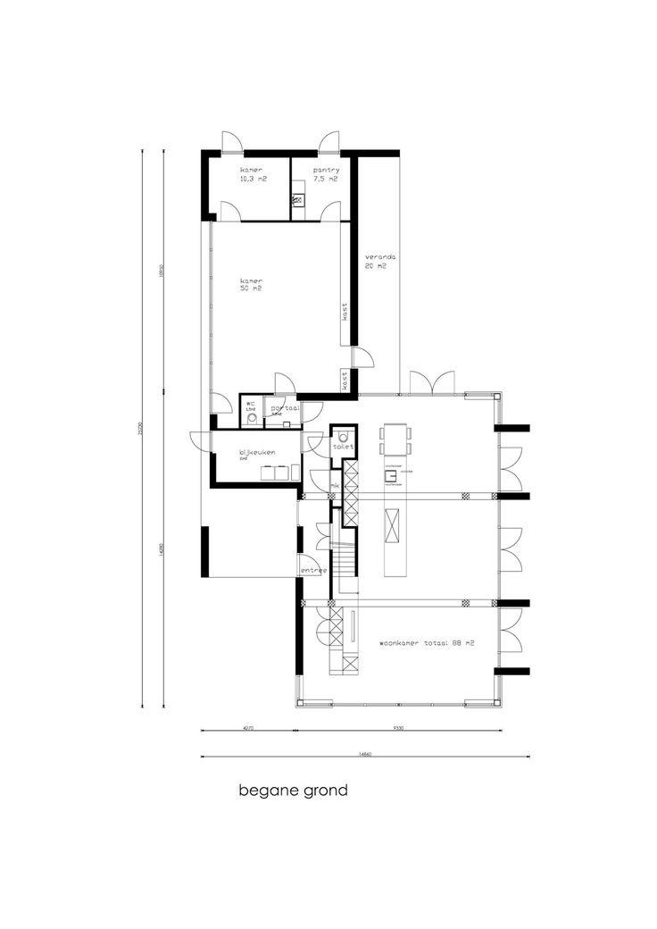Nabij het centrum van Oosterbeek met tal van voorzieningen, op loopafstand van de bossen en het station gelegen, zeer stijlvol, onder architectuur gebouwd vrijstaande villa met kantoor/praktijkruimte van circa 75 m2 met parkeergelegenheid, eigen entr