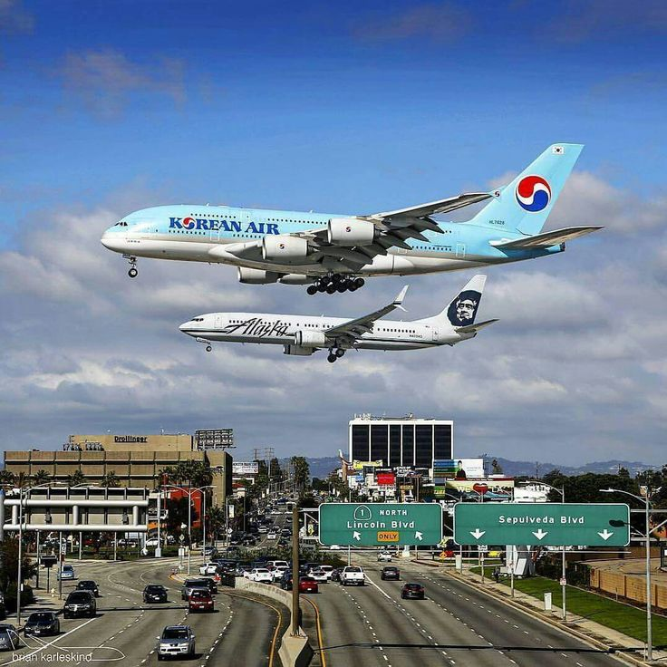 Korean Air A380 and Alaska Boeing 737-900ER parallel landing at LAX