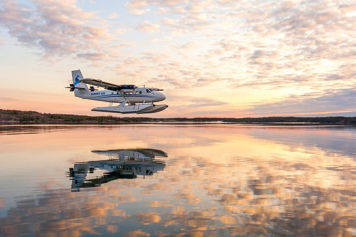 A Summit Air Twin Otter approaches for landing near Yellowknife. Photo by Jason Pineau, Yellowknife, Northwest Territories.