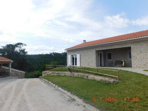 Desta vez fizemos as malas até Beijós - Carregal do Sal para pernoitar em I love Dao - Casas da Fraga. Um espaço com 6 casas (equipadas com muito bom gosto na nossa opinião), uma piscina exterior,bicicletas à discrição, uma horta comunitária e um e...