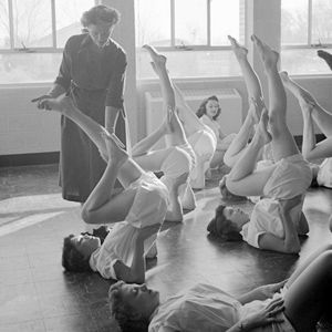 1953: Yoga class for women, America ... #vintageyoga #yogahistory #1950s #yoga #yogalife #yogaworld #om