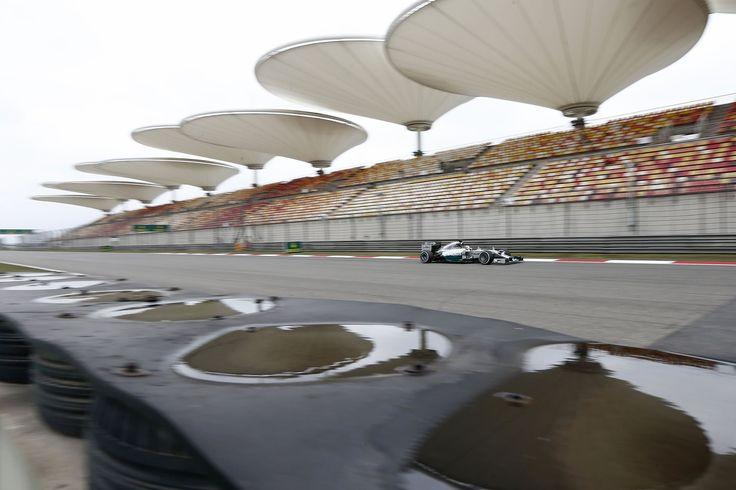 Lewis Hamilton won his third race in a row ahead of team-mate Nico Rosberg and Fernando Alonso.