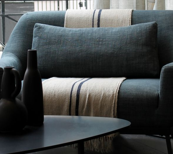 les 25 meilleures id es de la cat gorie couvre lit moderne. Black Bedroom Furniture Sets. Home Design Ideas