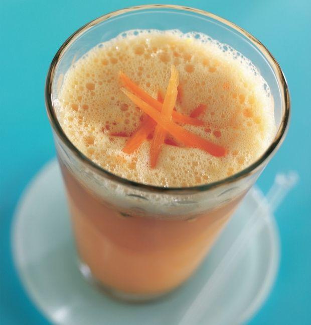 Denne juice er guddommelig. Sød nektar, der kombinerer energigivende tropiske frugter med udrensende gulerødder. Ved at fortynde juicen med danskvand og fylde op med isterninger bliver den til en vidunderlig forfriskende drik.