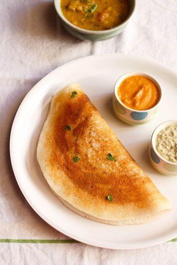 インドで有名な朝食は、ドーサ。 米と豆でできたクレープのような生地に、ポテトをはさんだりソースをつけていただきます。  下記のレシピは、豆だけでつくったドーサ。 小麦粉を使っていないので、グルテンフリーダイエットにも適しています。