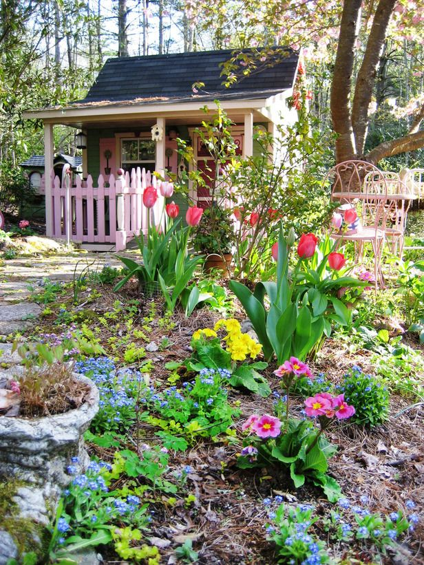 welcome spring around this tiny house: Garden Sheds, Cottages Gardens, Tiny House, Gardens Paths, Picket Fence, Little Gardens, Romantic Gardens, Pots Sheds, Gardens Sheds