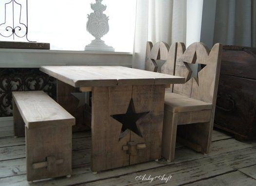Super gave steigerhouten kinderset met sterren! http://aukgaaf.com/nl/brocante-meubels/steigerhouten-meubelen-steigerhout.html