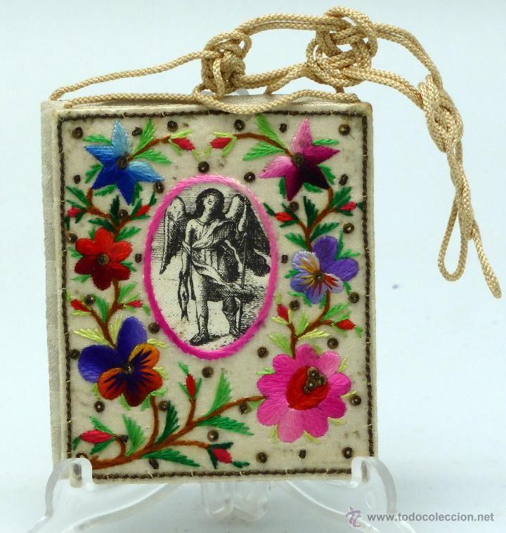 Escapulario Virgen del Carmen y Angel de la Guarda seda bordada y grabada flores S XIX