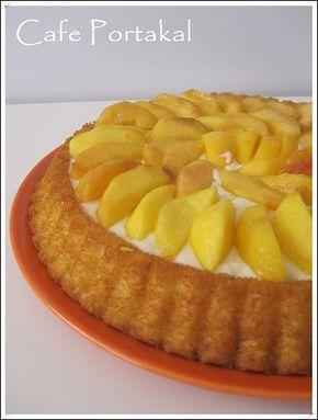 Hafta sonu kayınvalidemler için hazırlayıp götürdüğüm bir tart kek.Üzerini dilediğiniz meyveler ile hazırlayabilirsiniz. Malzemeler:Tart ...