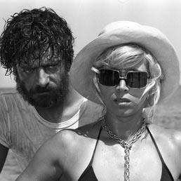 Mariangela Melato / Giancarlo Giannini . Travolti da un insolito destino nell'azzurro mare d'agosto.