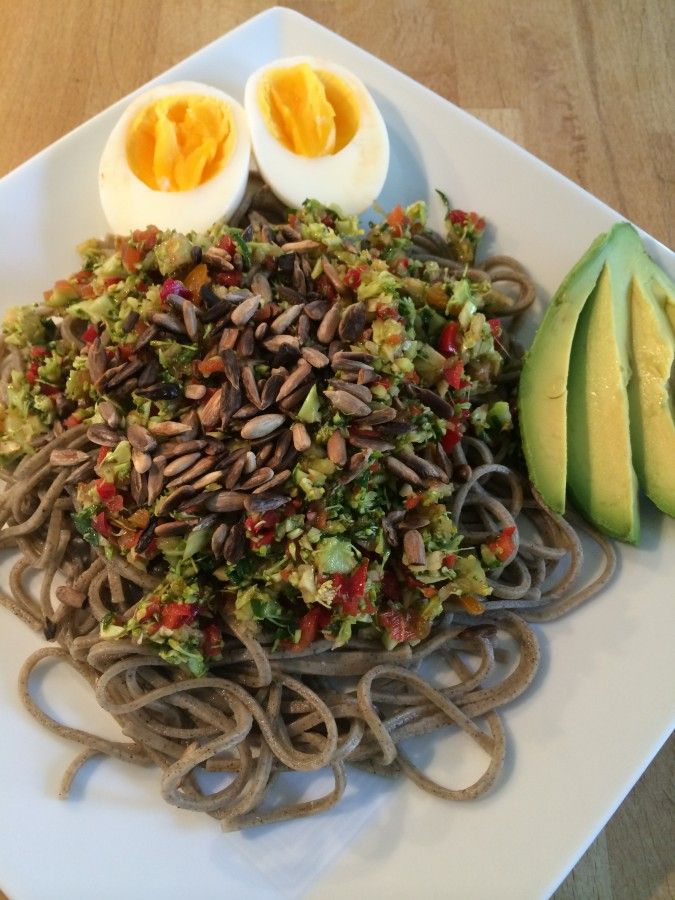 Hemp pasta with veggies, avocado and egg #veggie #vegetarian #healthy #kroppochkost