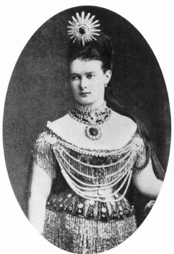 Labelled as Grand Duchess Maria Pavlovna wearing a large emerald star tiara.