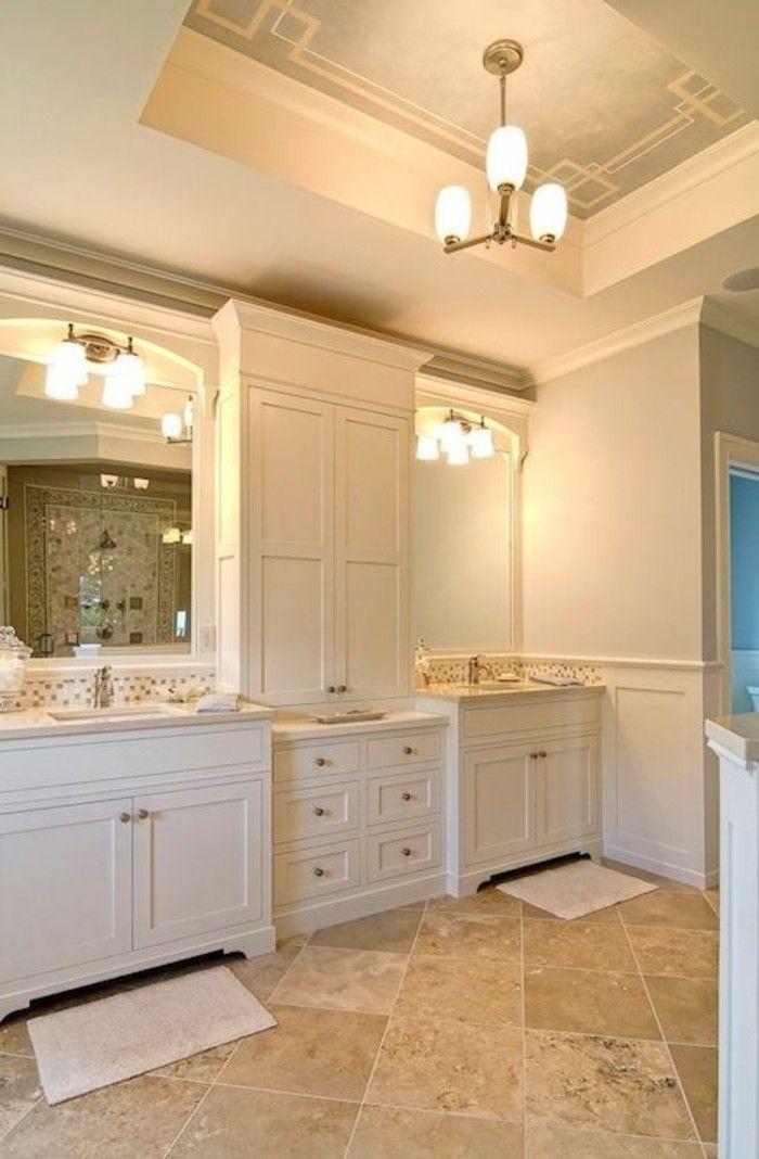 carreaux grand format, équipement blanc de salle de bain