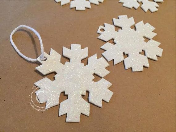 "Esferas- Set de 10 copos de nieve de fomi para arbolito de Navidad. |   This listing is for a set of 10 beautiful and unique Foamie Snowflake Christmas Ornaments.  Each snowflake is 3"" long.  This is an ornament that your Christmas tree must have."