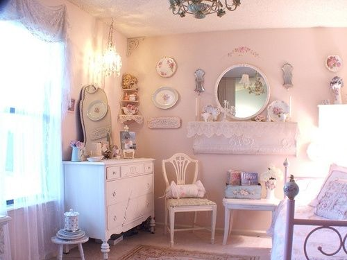 Perfectly arranged shabby chic decor