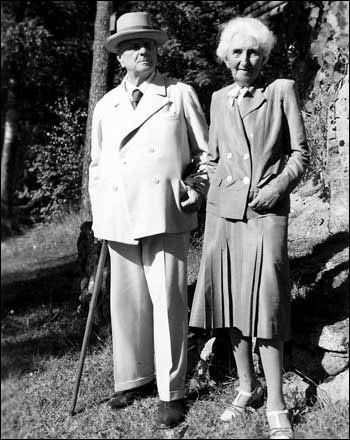 The elderly Sibelius couple, probably around the 1940s.