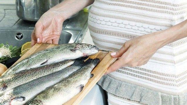 Εγκυμοσύνη: Φάτε ψαριά για καλύτερη εγκεφαλική υγεία του βρέφους σας