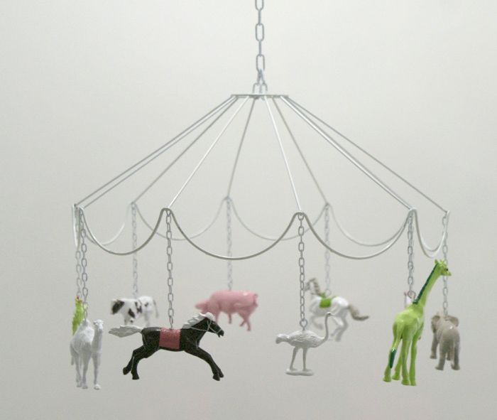 cute DIY idea: Carousel Mobile with plastic animals