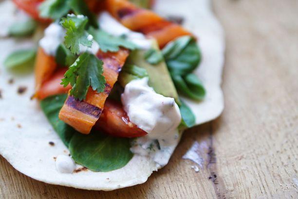 Vega taco met zoete aardappel en yoghurt/muntsaus