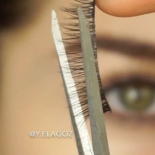 DIY Eyebrow extensions using false lashes for fuller & natural looking brows by @y.elagoz #hudabeauty