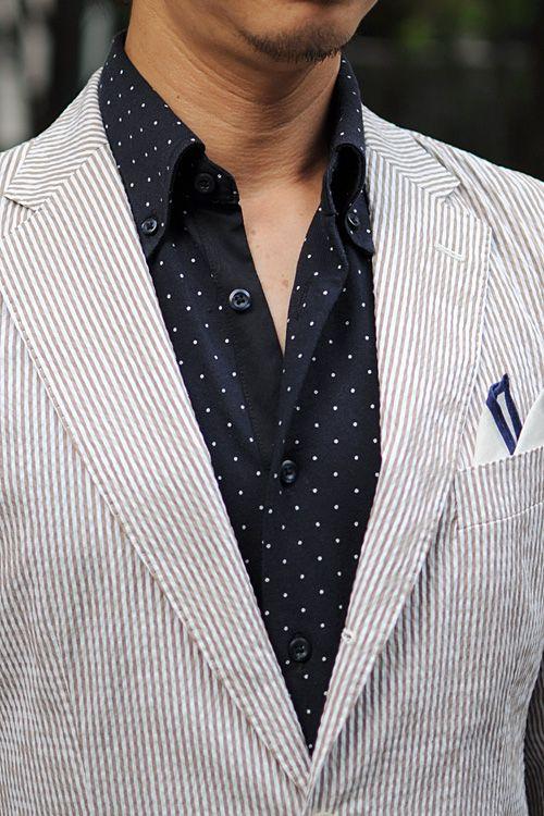 シアサッカーのジャケット+鹿の子生地を使用したドット柄のBDシャツ+リネン100%のポケットチーフ