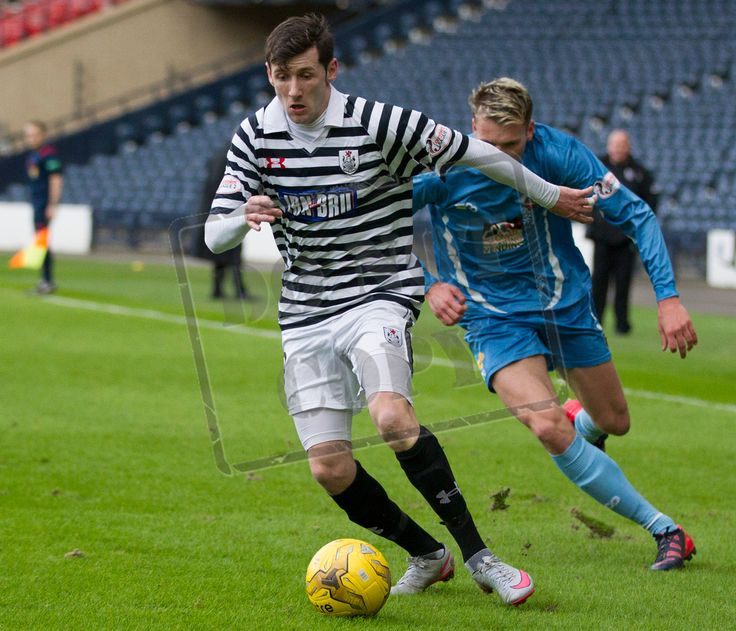 Queen's Park's John Carter on the ball during the SPFL League Two game between Queen's Park and Berwick Rangers.