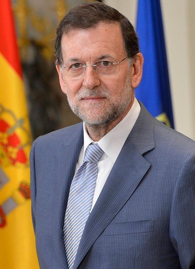 Este es el presidente del gobierno de España. Su nombre es Mariano Rajoy Brey. Un hecho interestante es que la presidencia ilimitada. La elección es cada cuatro años, pero hay sin límite de mandatos.