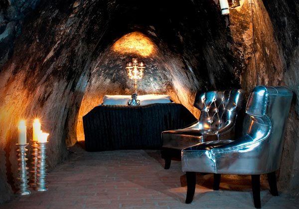 Sala Silvermine, SveziaNel centro della antica zona mineraria dismessa di Sala in Svezia sorge l'Hotel Silvermine, ricavato da una storica pensione per uomini non sposati risalente al 1920. La cosa che rende unica questa sistemazione è la