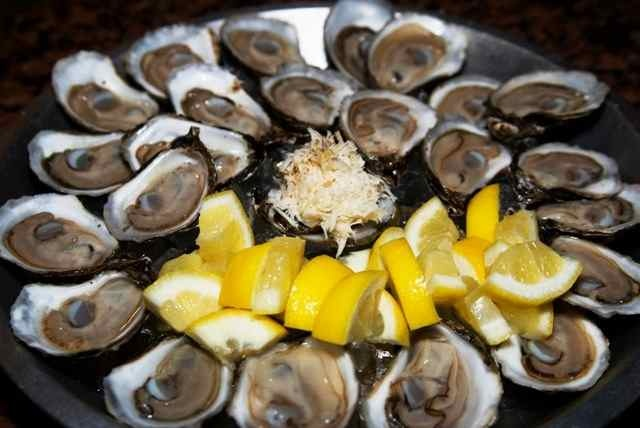 The Hip & Urban Girl's Guide: Urban Eats @ Hogtown Pub & Oysters