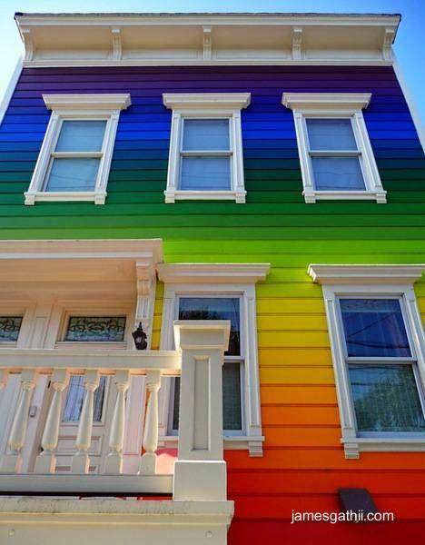 Casa de madera pintada a colores como arco iris ideas - Casas de madera pintadas ...