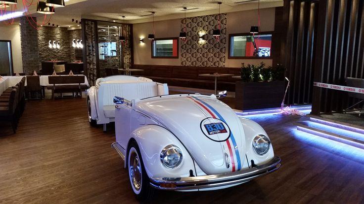 Das neu eröffnete #Motorfun B30 in Heidenreichstein begeistert Motorfans durch einen großen Schauraum mit angeschlossener #Werkstätte und Ersatzteillager, eine moderne #Lackierbox und zwei Waschboxen mit Saugplätzen. Besonderer Eyecatcher und neuer Treffpunkt ist die in den Betrieb integrierte exklusive Bar. Bei Musik und #Bildschirmwerbung vertraut man den Profis von #PROMOtainment.