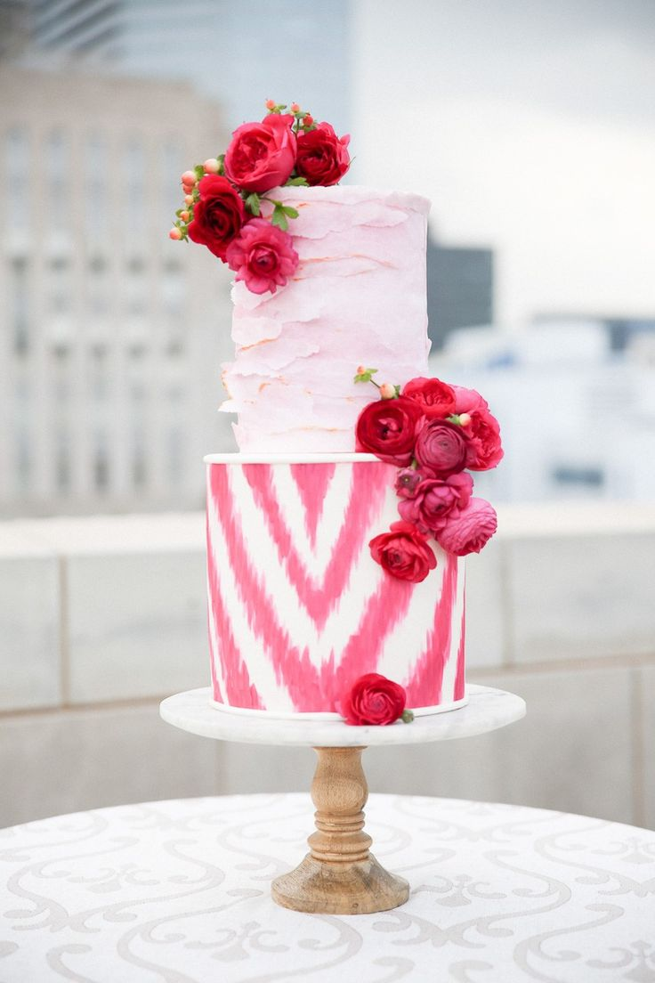 Two-Tiered Pink Patterned Cake | Modern Love Oklahoma | Oklahoma City Museum of Art | Alli Coleman Events | Amy Cakes #bridesofok #wedding #weddinginspiration #cake
