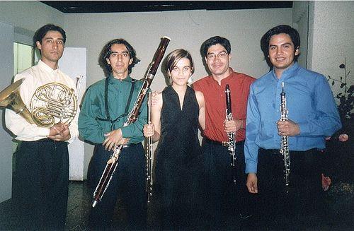 Quinteto de vientos Urbano, mi más maravillosa experiencia con la música de cámara. Aquí en Valdivia, febrero 2002.  Javier Aguilar (corno), Francisco Godoy (fagot), Francisca Fernández (flauta), Hernán Madriaza (clarinete) y Víctor Astorga (oboe).