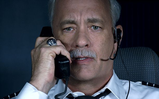Sully reviews: Tom Hanks film is thrilling, elegant, and compelling | EW.com