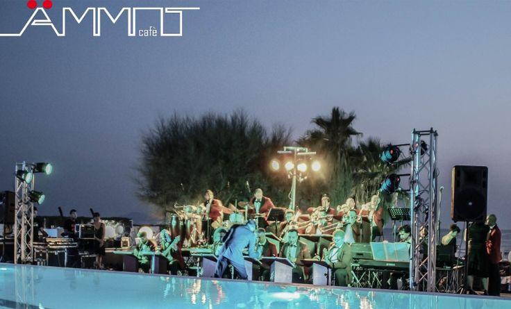 Meravigliosa e piena di romanticismo la scelta di utilizzare un'orchestra e posizionarla a bordo piscina per intrattenere musicalmente ogni momento di un