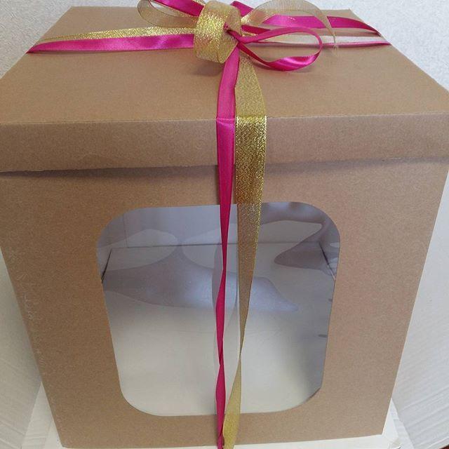 Корлбка 35х35х35 крафт с тиснением очень плотная подложка в наличии#упаковкаподарков #упаковкавблаге #любая упаковка#тортдекор#кондитерский магазин#