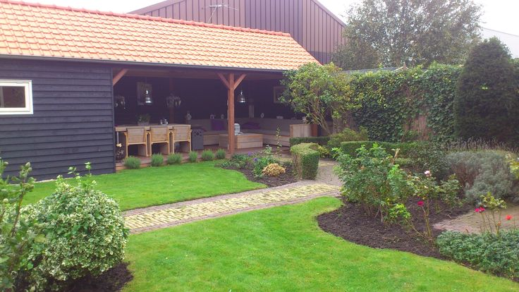 Hoveniersbedrijf H.G. Peters | Gecombineerde tuin; groen en een veranda.