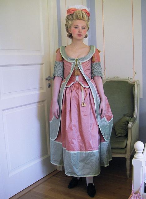 1770s Robe à la Polonaise by Johanni, via Flickr