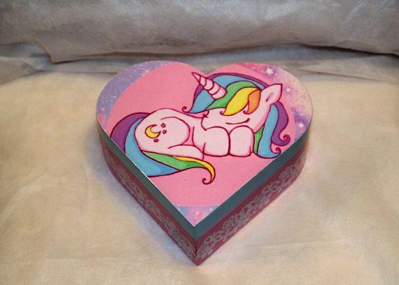 Heart shaped trinket box with a sleeping Unicorn image. #trinketboxes #unicorn #decoupage #unicorntrinketbox #jewelryboxes