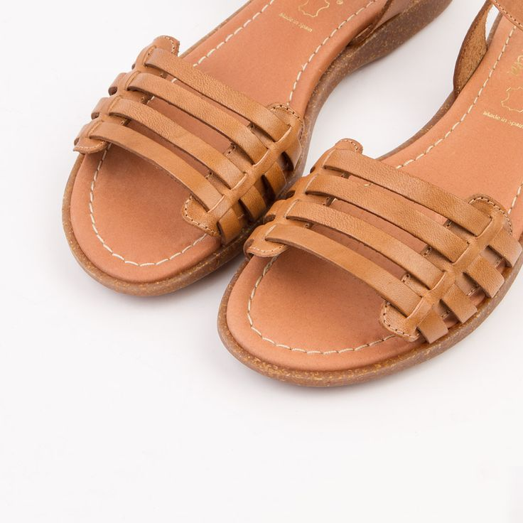 Sandalias planas color tierra. Por solo 29,90€