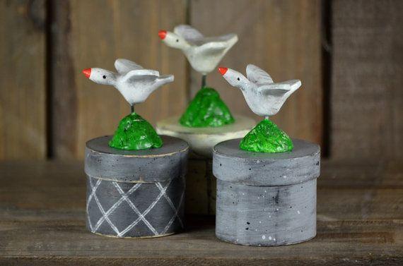 Set van drie kleine ronde spanen houten doosjes - Vogeltrek - Vliegende ganzen - vogels -handgemaakt - volkskunst