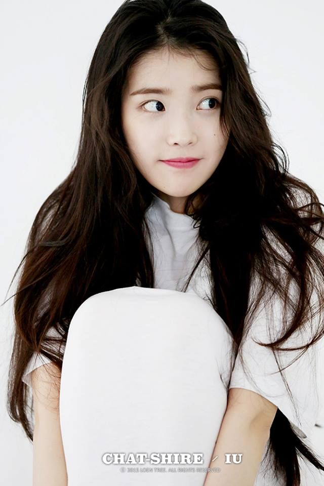 IU 4th Mini Album [CHAT-SHIRE] Jacket Image