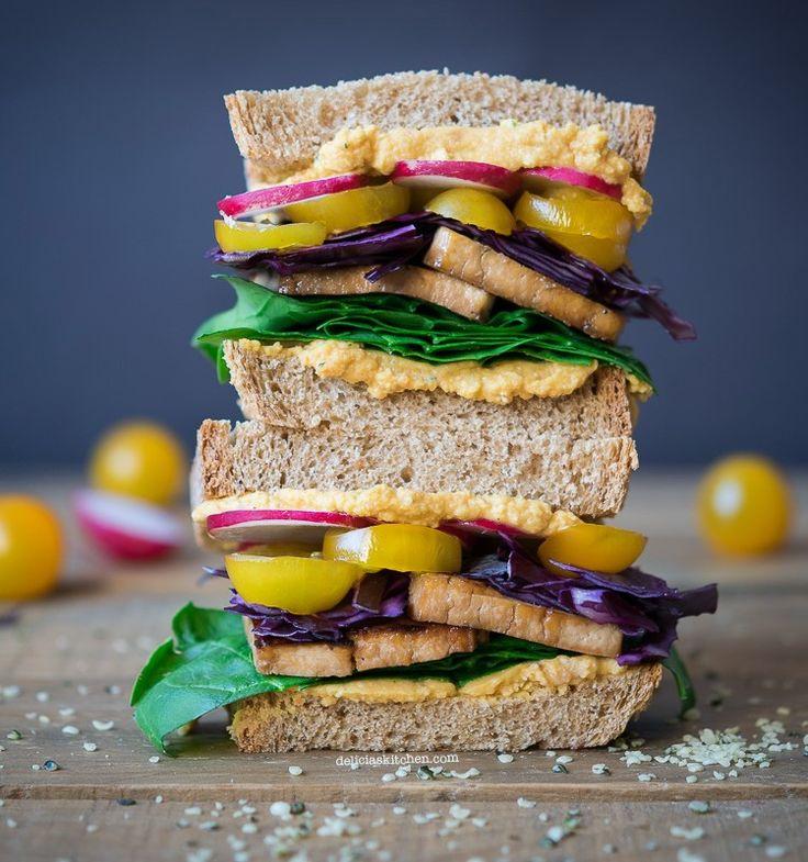 Sandwich de tofu y hummus de lentejas