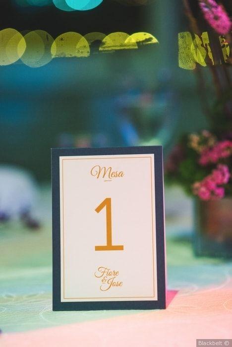 Organiza tus mesas para la recepción con estos numeradores #mesas #decoración #sencillo #elegante #numeradores #flores #boda #matrimonio #tables #decoration #simple #elegant #wedding #weddingdecoration