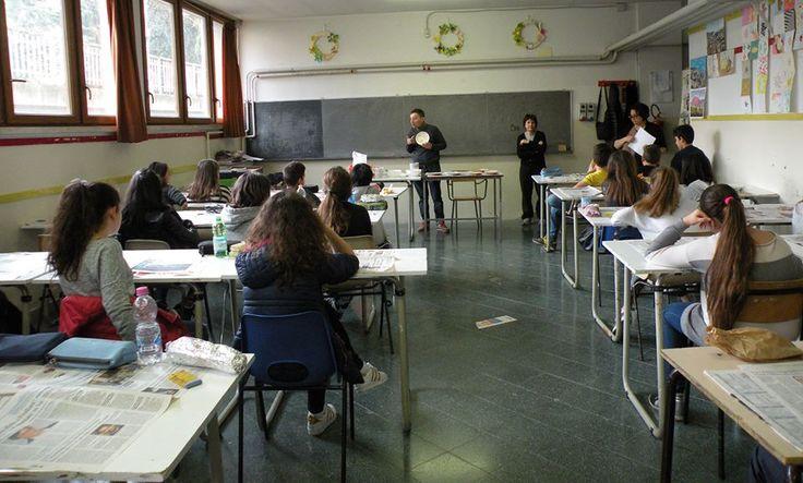 """29/4/2016. Scuolartigiana. Andrea Roggi e le tecniche della ceramica, con i ragazzi del """"Garibaldi"""" di Capolona"""