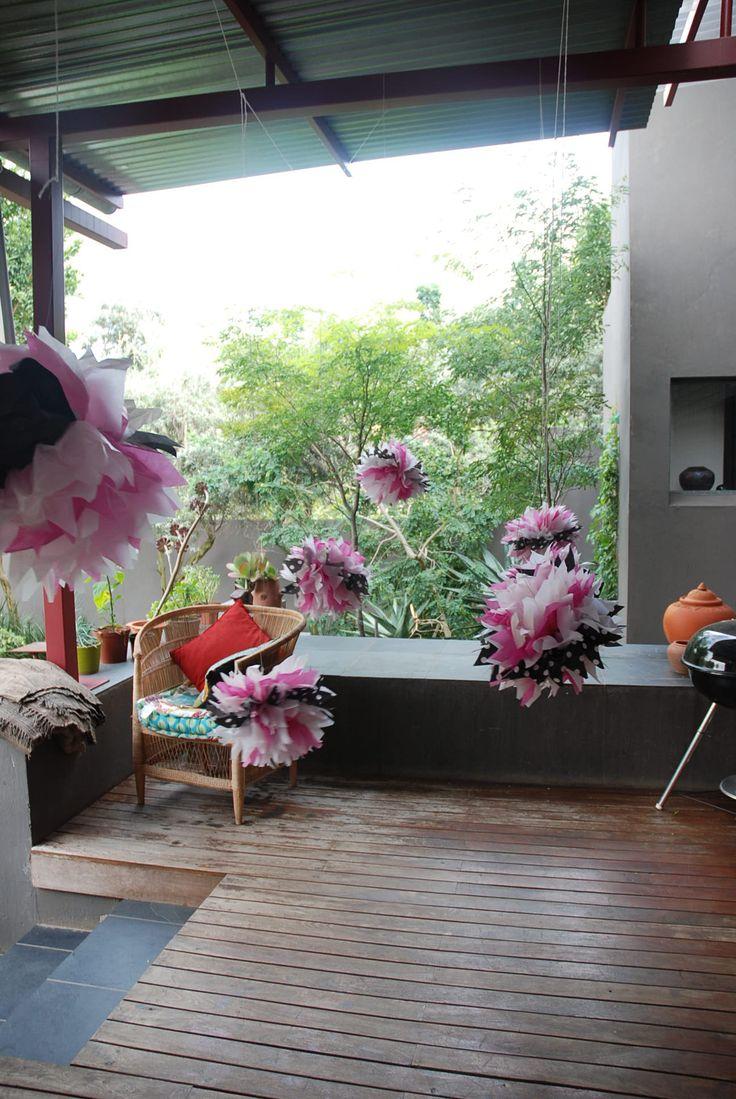 Cat party pompoms