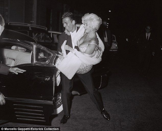 Romance: Jane Mansfield and Mike Hargitay leaving Piccola Budapest, Rome, October 1962