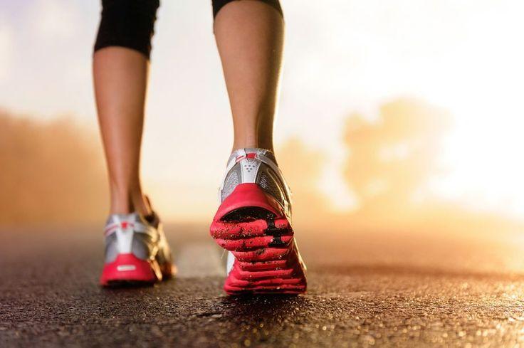Le scarpe da corsa ricoprono un ruolo fondamentale nella corsa. Infatti esse servono per attutire gli urti con il terreno, evitare eventuali abrasio