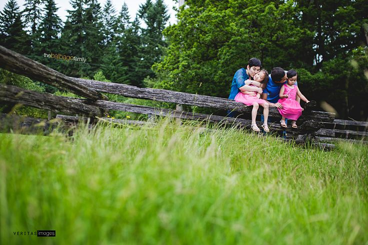 Wooden Fences and Tiny Kisses at Derby Reach Park | Langley Family Photographer